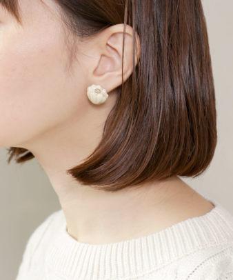 mumokuteki / 真鍮と陶器の菊 ピアス/イヤリング_4